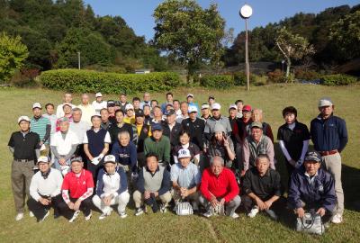 ゴルフ大会の集合写真